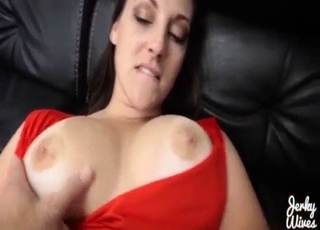 Trimmed pussy MILF gets owned in POV