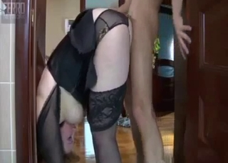 Bendy mommy sure knows how to fuck