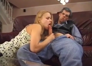 Blonde blows her vest-wearing daddy