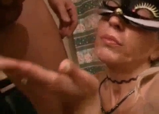 Mask-wearing MILF enjoying raw sex